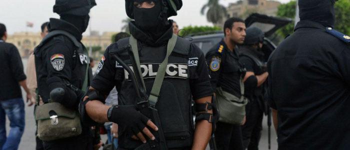 محكمة الجنايات تعاقب 13 شرطيا بالحبس لإدانتهم بالتجمهر واحتجاز ضابط