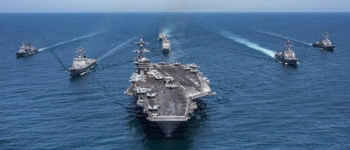 """إيران تستعرض قوتها أمام أمريكا بنشرها فيديو لحاملة الطائرات"""" يو إس إس تيودور روزفلت"""" في مضيق هرمز"""