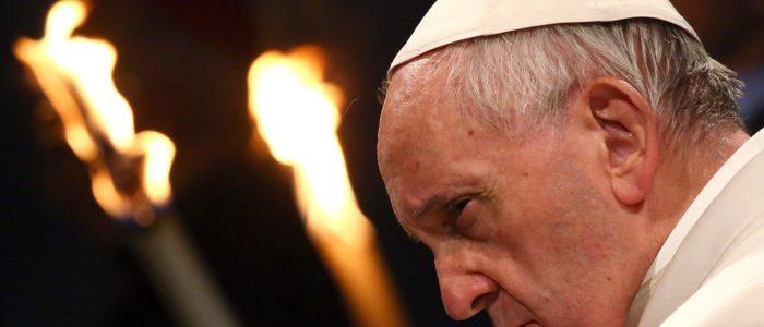 البابا فرنسيس يصلي علي أرواح المصريين شهداء هجوم مارمينا