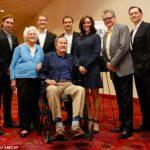 بوش الأب يعتذر عن التحرش جنسيا بممثلة من على كرسيه المتحرك