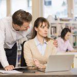 الجارديان: ثلث النساء يتعرضنا للتحرش في العمل