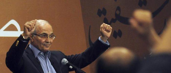 أحمد شفيق يصل فرنسا قادما من الإمارات ويعود لمصر خلال يومين