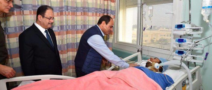 بالصور.. السيسي يزور النقيب الحايس في مستشفى عسكري