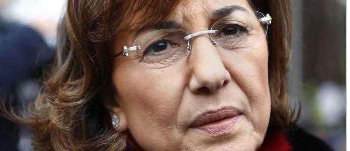 مستشارة الأسد: يجب علي المعارضة إلقاء السلاح أولاً