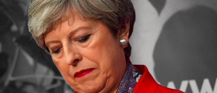 الاتحاد الأوروبي يتوقع انهيار الحكومة البريطانية قريباً