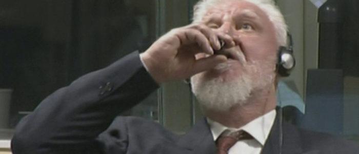 بالفيديو: شاهد لحظة انتحار قائد صربي متهم بإبادة المسلمين في المحكمة