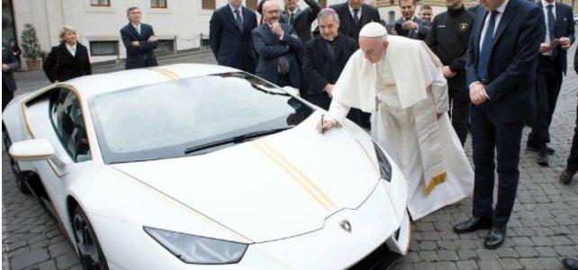 بابا الفاتيكان يبيع سيارته لامبورجيني رياضية في مزاد علني