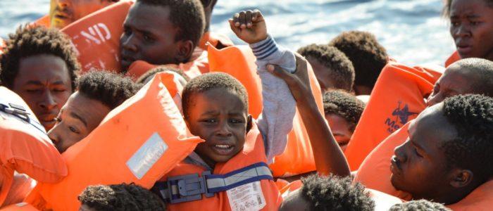 إجلاء 25 لاجئا من ليبيا إلى النيجر بدعم من المفوضية السامية للأمم المتحدة لشؤون اللاجئين والحكومة الليبية