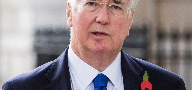 التحرش الجنسي يطيح بوزير الدفاع البريطاني مايكل فالون