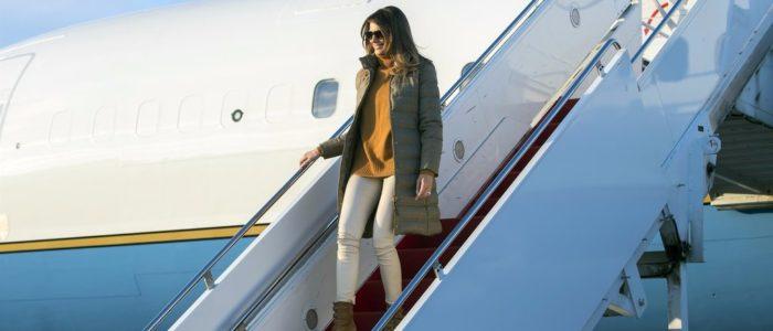 ميلانيا ترامب ترتدي معطفا بـ2690 دولار خلال زيارتها قاعدة عسكرية