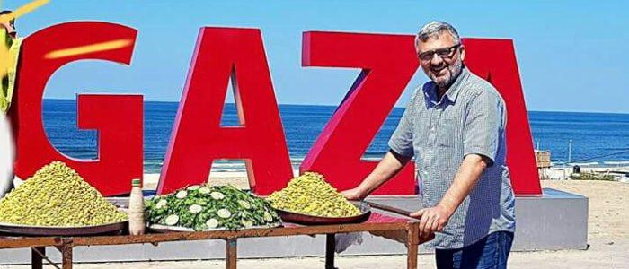 بالصور.. قيادي في حماس يبيع الترمس من أجل اتمام المصالحة الفلسطينية