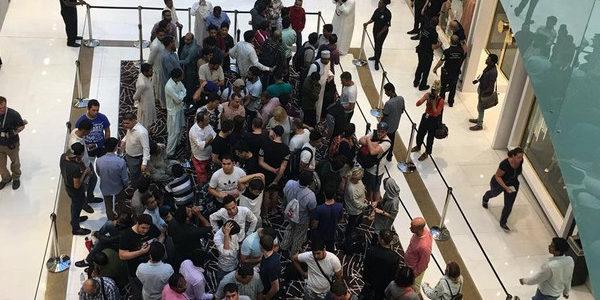 بالصور …احتشاد المئات في دبي لاقتناص أول آيفونx