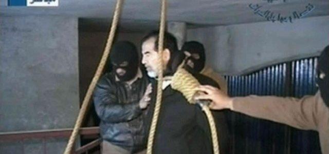 بالفيديو: قاضي إعدام صدام حسين يعترف بالتعجيل بقتله خوفا من شعبيته ومحاولة القذافي تهريبه..الذكرى 11 لإعدام رئيس