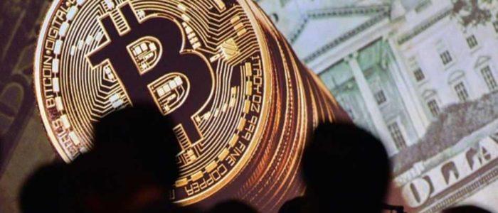 الدولار يهبط لأدنى مستوى والبيتكوين تواصل التراجع امام العملة الحقيقية