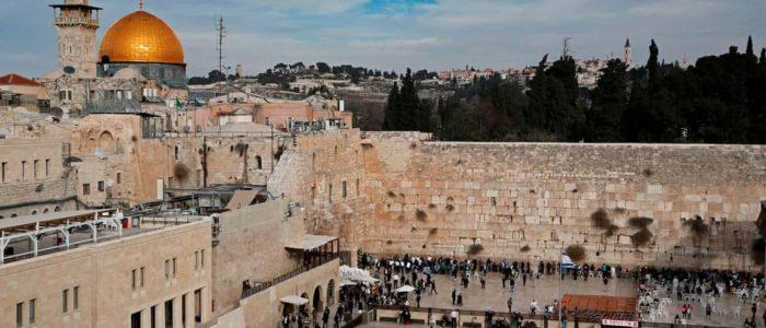 وزير إسرائيلي يقترح تسمية محطة قطار الحائط الغربي باسم ترامب