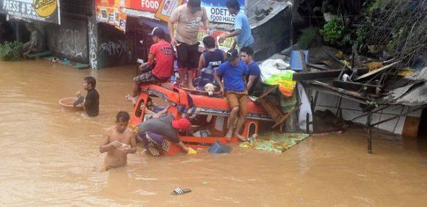"""عاصفة """"تمبين"""" تقتل 90 شخصا في الفلبين"""