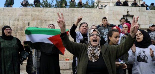 مظاهرات في الضفة وصواريخ من غزة لنصرة القدس.. إسرائيل ترد بقصف بري وبحري وجوي