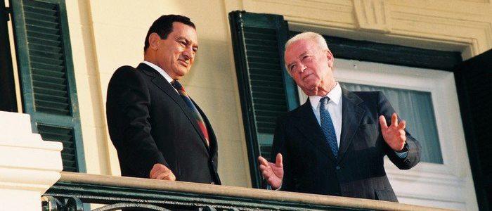 مبارك رفض ضغوط إسرائيل لتعديل الحدود والتخلي عن دعم الفلسطينيين مقابل استعادة سيناء في 1982