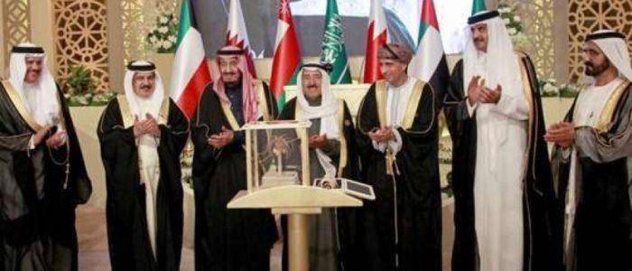 مصدر كويتي: أمير قطر سيعتذر للسعودية ومصر والإمارات والبحرين في القمة الخليجية بالكويت