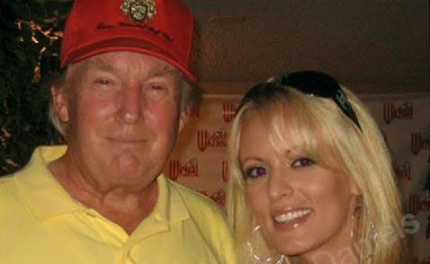 ممثلة أفلام إباحية تنفي تلقي أموال من ترامب للصمت على علاقة سرية.. مزاعم بدفع 130 ألف دولار