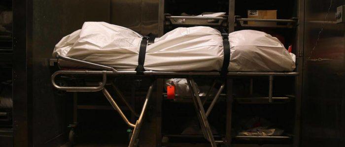 """""""شخير ميت"""" في المشرحة ينقذه من الدفن حيا بعد إعلان 3 أطباء وفاته"""