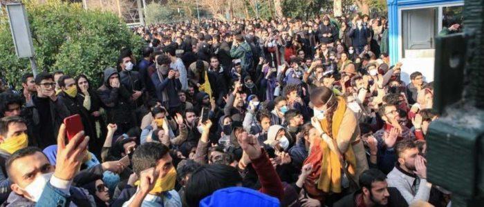 تعرف على القائد الحقيقي للمظاهرات في إيران..ما هي عوامل فشل ونجاح ثورة إيرانية؟