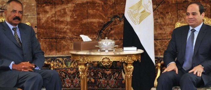مصر وارتيريا.. قفزة عسكرية استراتيجية لإحكام القبضة على شرق أفريقيا ورسالة لتحالف السودان واثيوبيا المتخبط