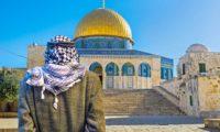 هآرتس: هكذا أقنع الخليفة عمر بن الخطاب 70 عائلة يهودية بالعودة إلى القدس