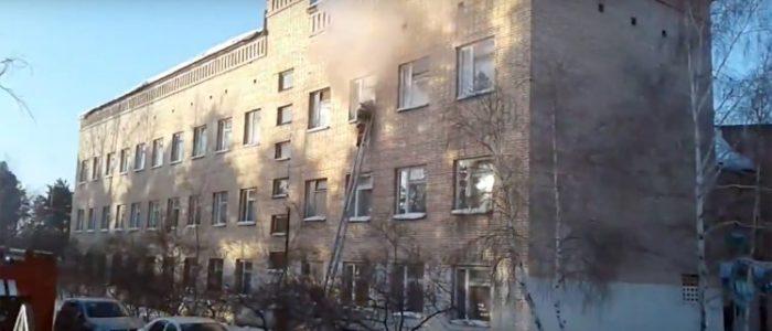 روسي يلقي قنابل مولتوف بالفصول الدراسية قبل مهاجمة الطلاب بالفأس
