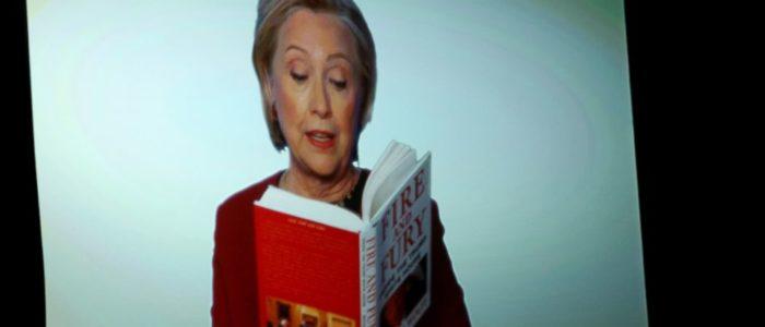 """هيلاري كلينتون تظهر بجوائز """"جرامي"""" وتفاجيء الجميع بمشاركتها في مسرحية تسخر من ترامب"""