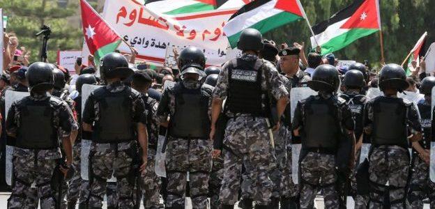 الأردن يقبل اعتذار إسرائيل من قتل ثلاثة مواطنين ويعيد فتح سفارتها