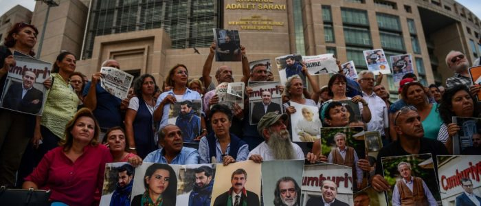 الولايات المتحدة تدين تركيا لسجنها 6 صحفيين مدي الحياة