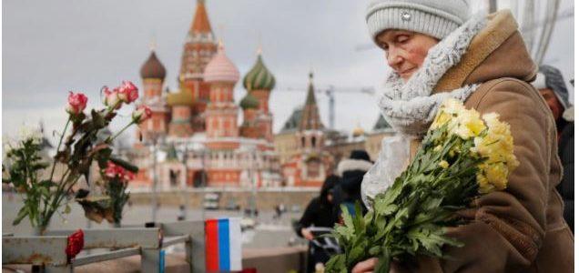 مشاركة آلاف الروس في مسيرة لإحياء ذكري اغتيال زعيم المعارضة الروسية