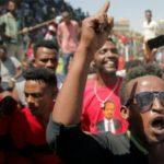 وزير الدفاع الإثيوبي يرفض تشكيل حكومة انتقالية ويحظر الاحتجاجات