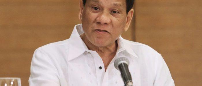 رئيس الفلبين يأمر الجنود بإطلاق النار علي الأعضاء التناسلية للمتمردات