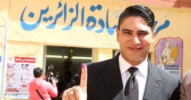 أحمد أبو هشيمة يدلى بصوته بالانتخابات بمصر الجديدة