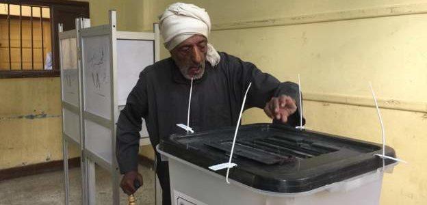 أقبال كبير من الناخبين علي لجان الإنتخابات في أسيوط