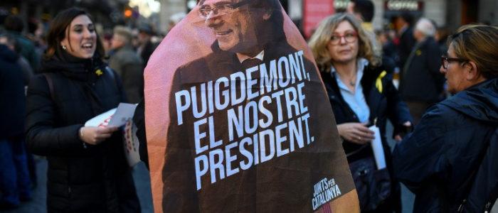 متظاهرون منددون باعتقال رئيس كتالونيا المقال يغلقون طرقا رئيسية في اسبانيا