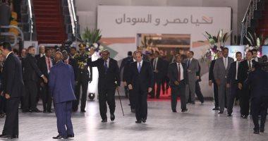 البشير يغادر القاهرة بعد زيارة سريعة التقى خلالها بالرئيس السيسى