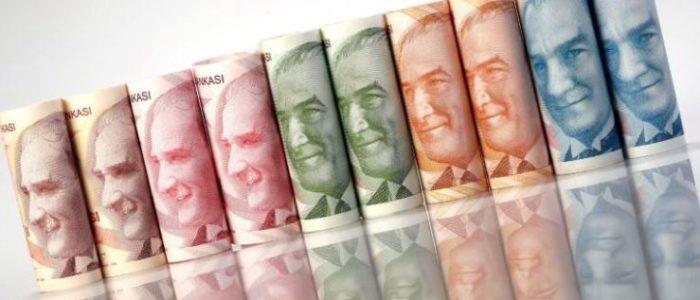 العملة التركية تتراجع إلى 4 ليرات أمام الدولار