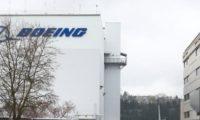 بوينج ترجىء الرحلة الأولى لطائرة المسافات الطويلة لسوء الأحوال الجوية