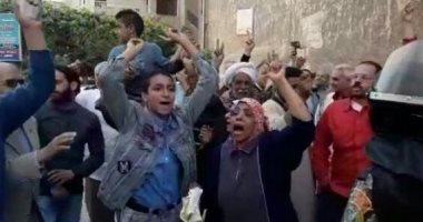 تظاهر المواطنين بموقع انفجار الإسكندرية