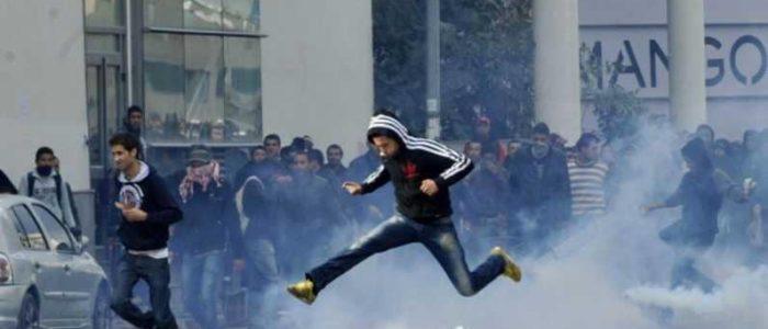 صدامات في تونس تؤدي لحرق مركز للشرطة