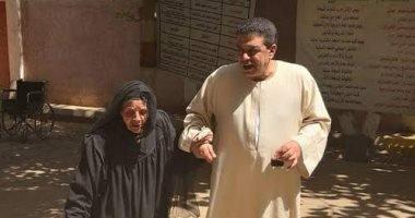 """الحاجة سعدية 101 عام: """"أنتخب السيسي علشان حمى مصر من الإرهابيين"""""""