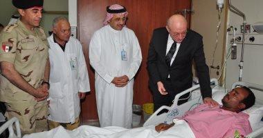 سفير مصر بالرياض يزور المصريين الثلاثة المصابين في الهجوم الصاروخي