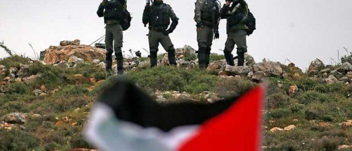 مواجهات قرب حاجز بيت إيل وقوات الأحتلال تهدد برد موسع