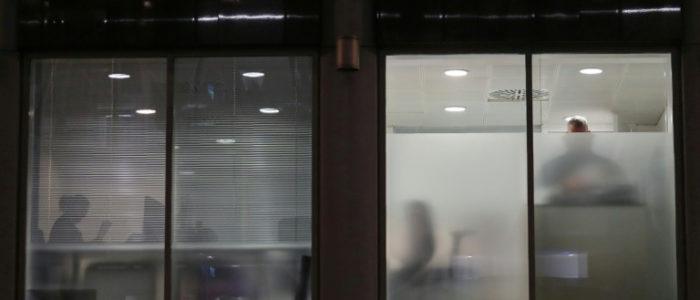 انتهاء التفتيش في مقر شركة متورطة بفضيحة سرقة بيانات مستخدمي فيسبوك
