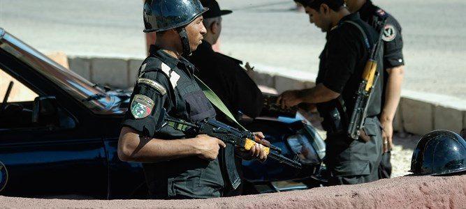 اعتقال إسرائيلي في مصر بسبب مجلة أسلحة