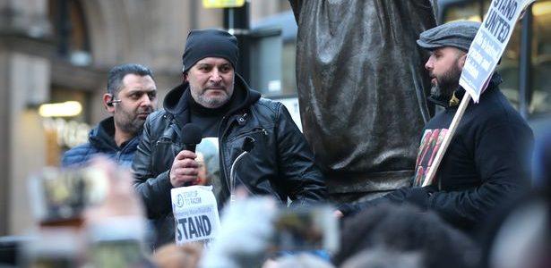 بالفيديو.. مسيرات لدعم والد مريم مصطفي في توتنجهام
