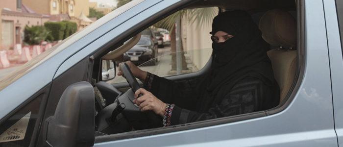 بلومبيرج: السعودية تجني 90 مليار دولار من رفع حظر القيادة علي النساء